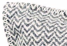 Kussenhoes Chevron grijs detail