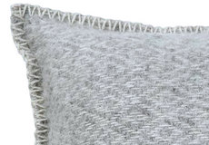 Kussenhoes Stella light grey detail