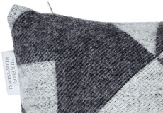 Kussenhoes Twist a Twill darkgrey 40x60 detail